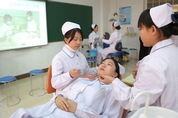四川省泸州医学院卫生学校